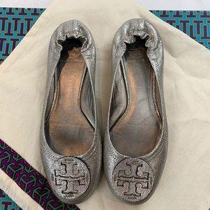 Tory Burch Reva Metallic Pebbled Ballet Flats 9